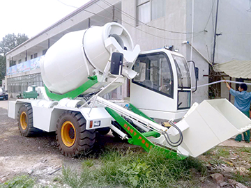 2.5 cubic meter self-loading mixer